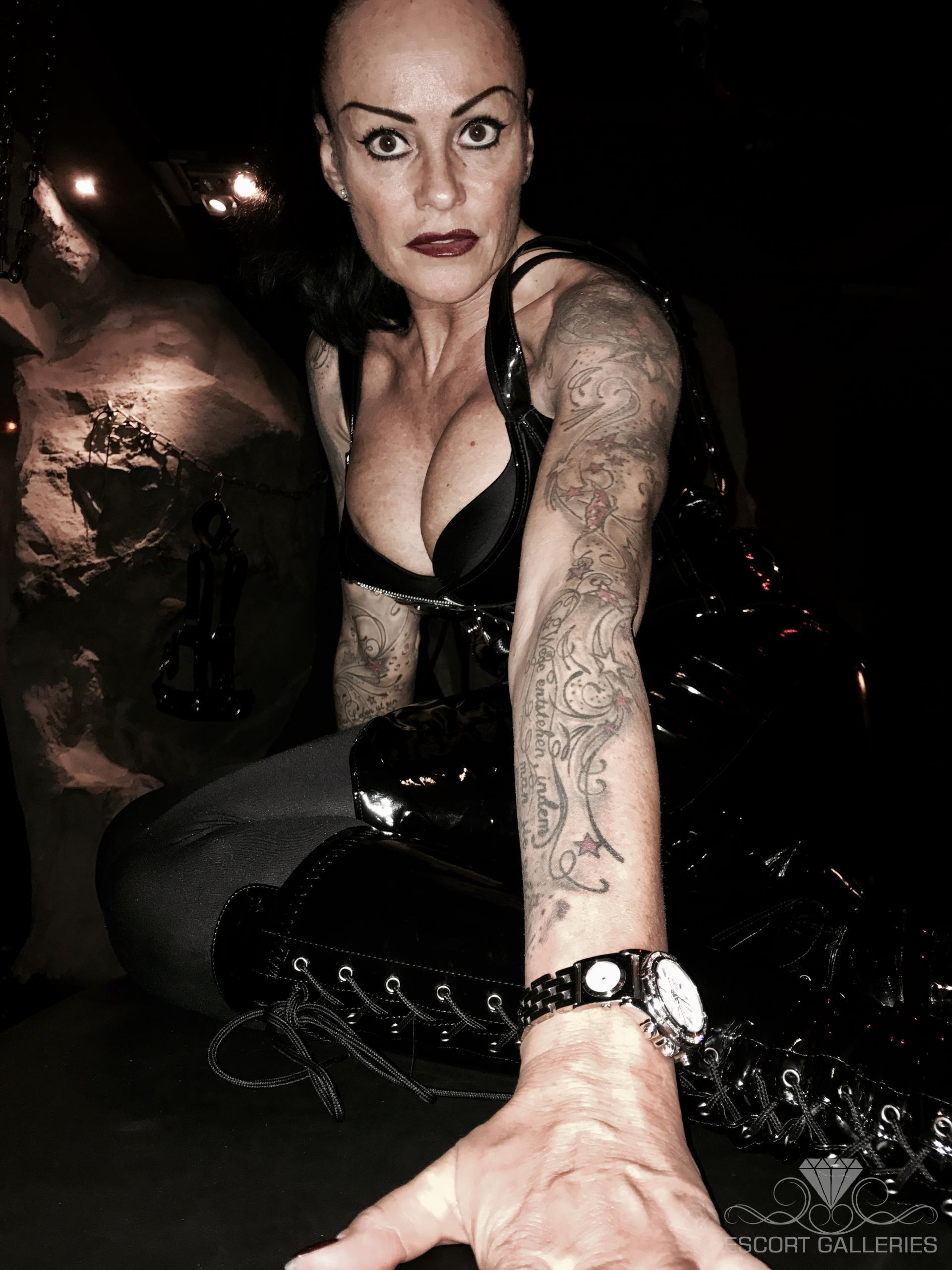 tatueringar hotell eskort avsugning