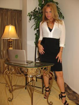 Micky Lynns Executive Touch - Escort lady Miami FL 4