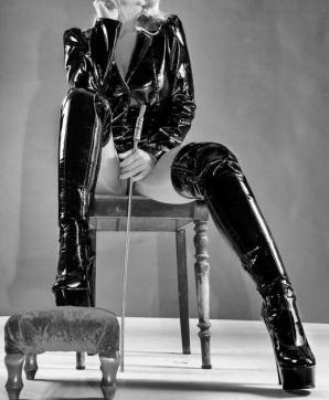 MISS JANE BLACK - Escort dominatrix Freiburg 2