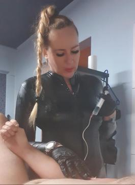 Sklavin Chris - Escort female slave / maid Vienna 15