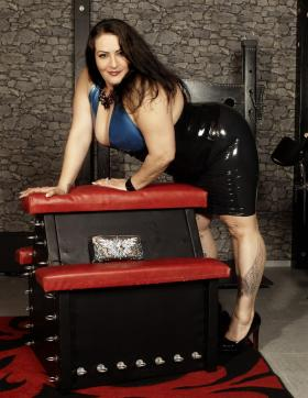 Lady Aradia - Escort dominatrix Cologne 15