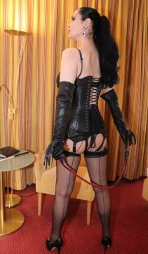Contessa Barbara Calucci - Escort dominatrix Essen 3