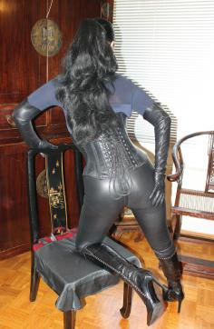Contessa Barbara Calucci - Escort dominatrix Essen 5