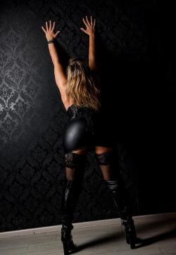 Enoma - Escort female slaves & maids Berlin 1