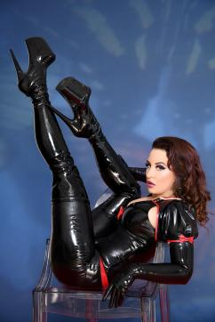 Lady Farah - Escort dominatrix Düsseldorf 4