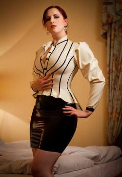 Domina Miss Leonie - Escort dominatrixes Paris 1