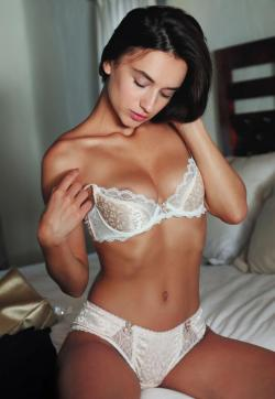 Julie Young Brunette - Escort ladies Amsterdam 1