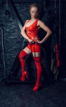 Miss Behave - Escort dominatrix Frankfurt 2