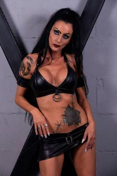 Sidney Dark - Escort dominatrix Duisburg 2