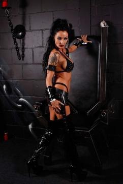 Sidney Dark - Escort dominatrix Duisburg 8