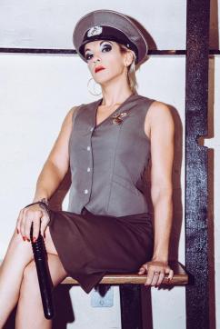 Switcherin Amena Kinky - Escort dominatrix Duisburg 12