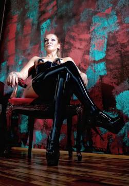 Switcherin Amena Kinky - Escort dominatrix Duisburg 5