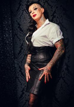 Miss Caprice - Escort dominatrixes Essen 1