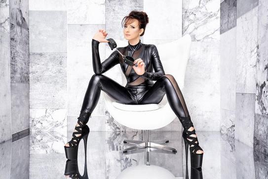 Mistress Nadja - Escort dominatrix Duisburg 13