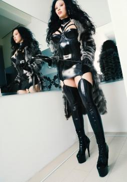Leyla Pure - Escort bizarre lady Cologne 2