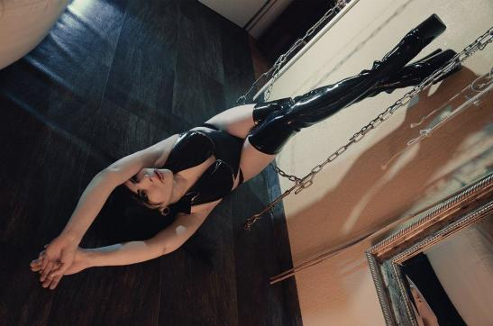 Miss Carissa - Escort dominatrix Dresden 3