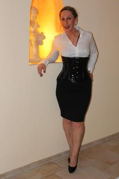 Lady Cesara - Escort dominatrix Berlin 3