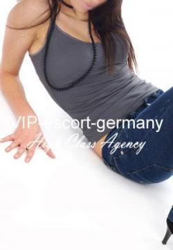 Adrienne - Escort lady Cologne 1