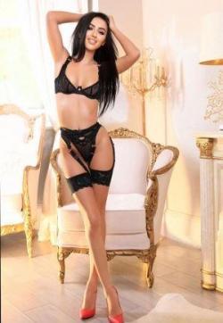 Alliyah Sparkles - Escort lady London 1