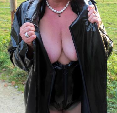 Herrin Lady Lola - Escort dominatrix Zurich 11