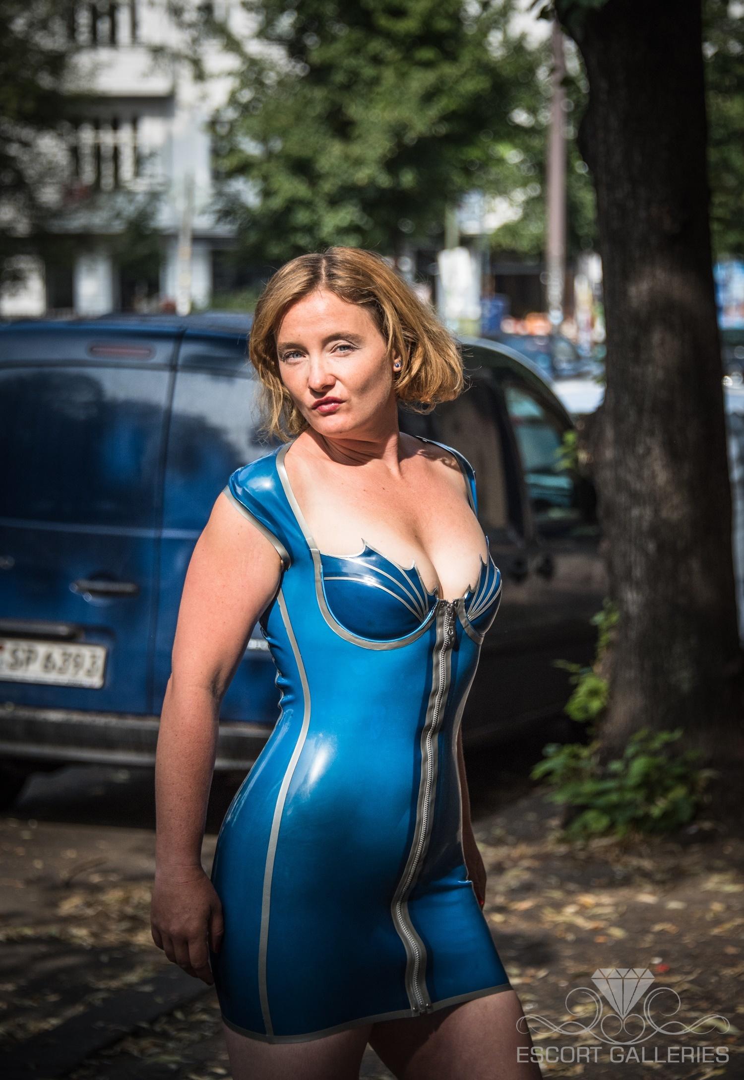 Mademoiselle rubin 37 escort bizarre dame in berlin for Ruby berlin