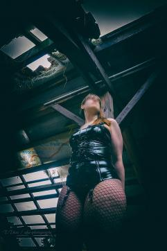 Kurtisane de Sade - Escort lady Bochum 12