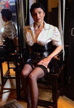 Mara Seduce - Escort female slave / maid Vienna 1