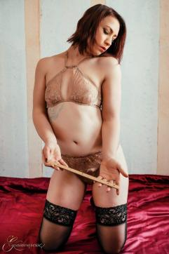 Justine - Escort female slave / maid Berlin 4