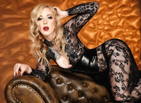 Lady Naomi Rouge - Escort dominatrix Munich 3