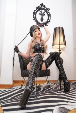 Lady Naomi Rouge - Escort bizarre lady Munich 10