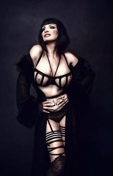 Baronessa di Rivera - Escort dominatrix Berlin 13