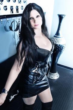 Lady Mia Darkana - Escort dominatrix Basel 4