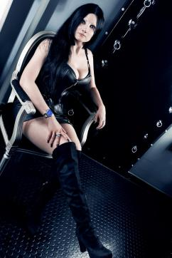 Mia Darkana - Escort dominatrix Geneva 6