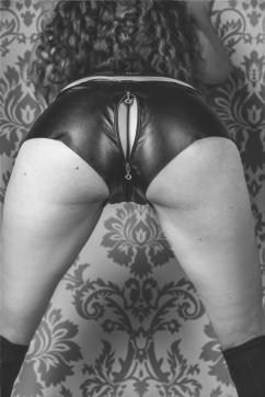 Katja - Escort female slave / maid Berlin 2
