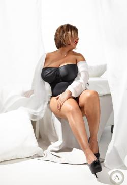 Samira - Escort ladies Wiesbaden 1