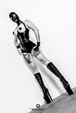 Fetischluder Lucy van Kink - Escort dominatrix Frankfurt 2