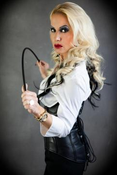 Domina Stella Deluxe - Escort dominatrix Paris 16