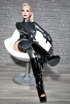Domina Stella Deluxe - Escort dominatrix Paris 18
