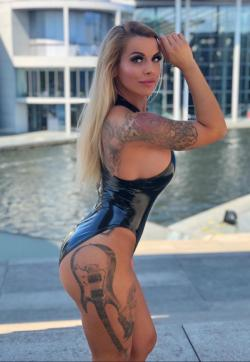 Sky van de Luxe - Escort dominatrix Berlin 1