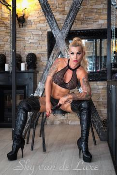 Sky van de Luxe - Escort dominatrix Berlin 12