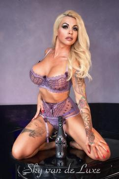 Sky van de Luxe - Escort dominatrix Berlin 17