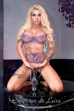 Sky van de Luxe - Escort dominatrix Berlin 2