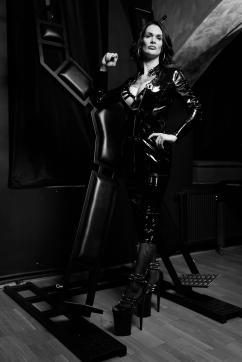 Lady Xenia - Escort dominatrix Vienna 5