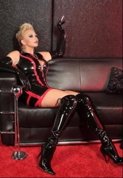Lady-Ferrari - Escort dominatrixes Cassel 1