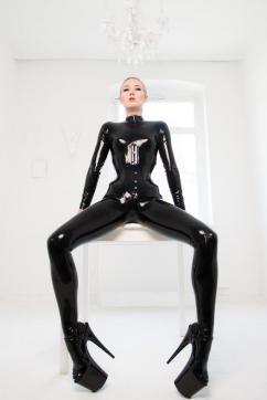 Virginia Nox - Escort dominatrix Munich 10