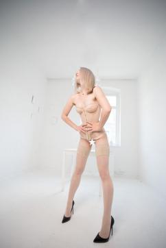 Virginia Nox - Escort dominatrix Cologne 9
