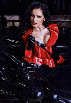 Lady Blackdiamoond - Escort dominatrix Berlin 2