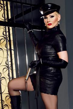 Miss Helen Bates - Escort dominatrix Düsseldorf 2