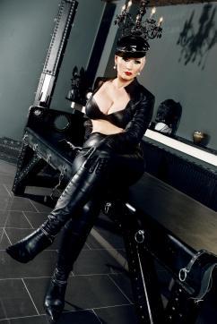 Miss Helen Bates - Escort dominatrix Düsseldorf 3