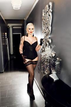 Miss Helen Bates - Escort dominatrix Düsseldorf 4